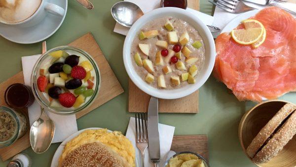 Frühstücken im Café Schneewittchen