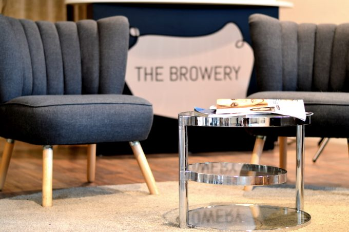 the browery augenbrauen zupfen in m nchens erster brow bar mit vergn gen m nchen. Black Bedroom Furniture Sets. Home Design Ideas