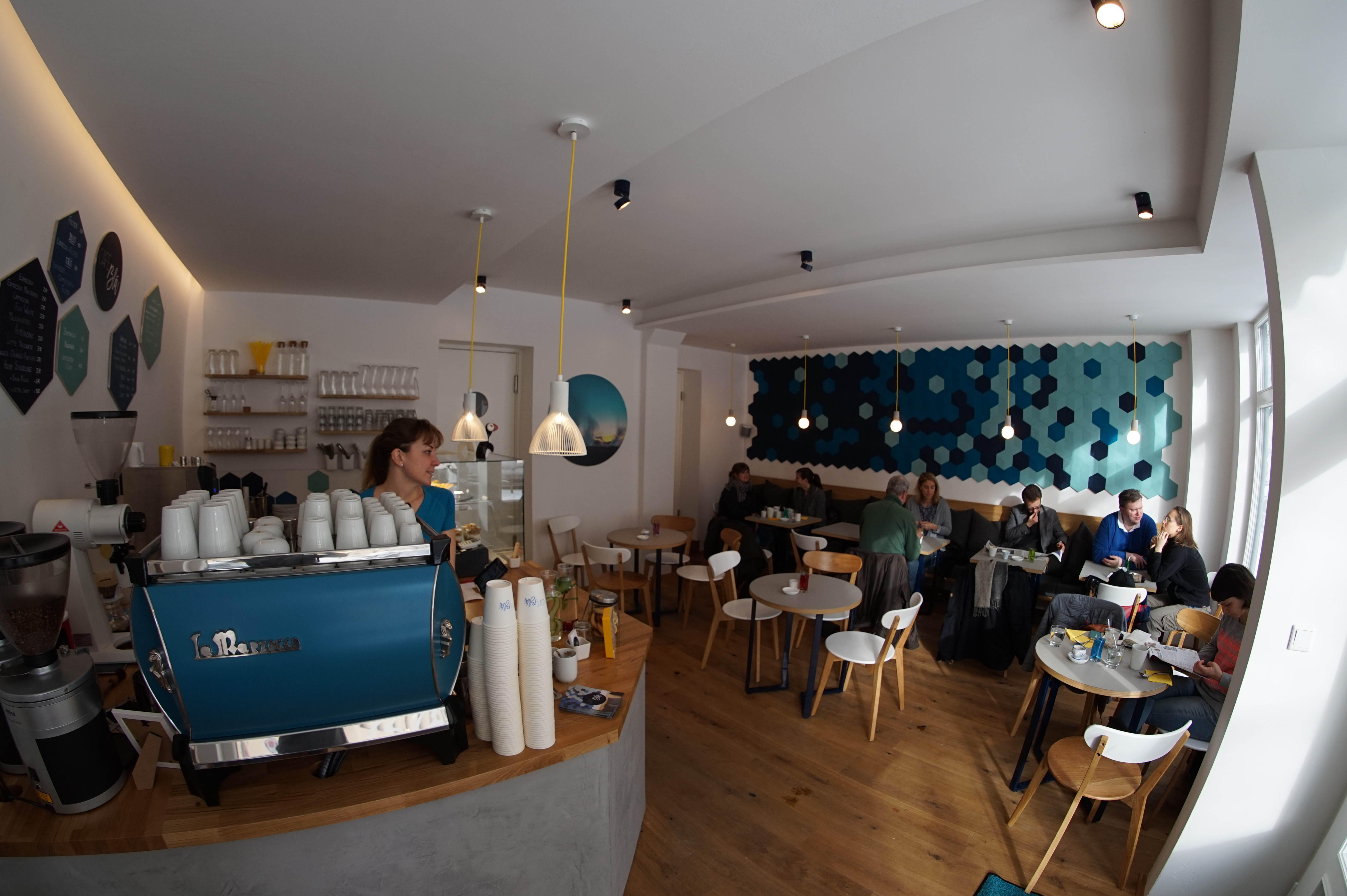 isl ndische kaffee kultur im caf bl an der isar mit vergn gen m nchen. Black Bedroom Furniture Sets. Home Design Ideas