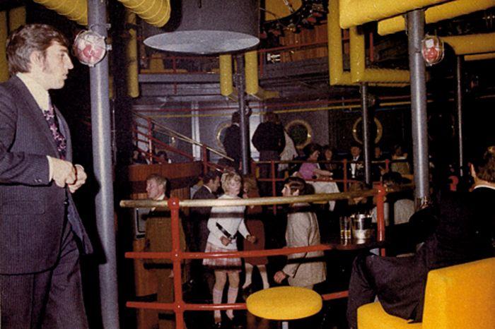Golden Clubs #1: Cocktails zwischen Haifischen im Yellow Submarine