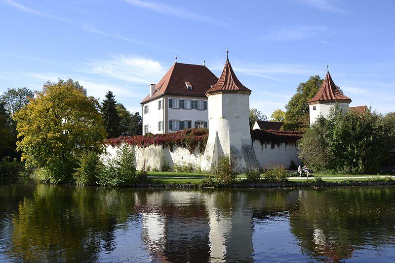 Im Biergarten chillen im Schloss Blutenburg   Mit Vergnügen München