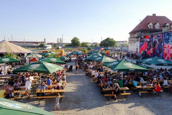 Freiluftkino und Nachtbiergarten: Der Viehhof eröffnet heute!