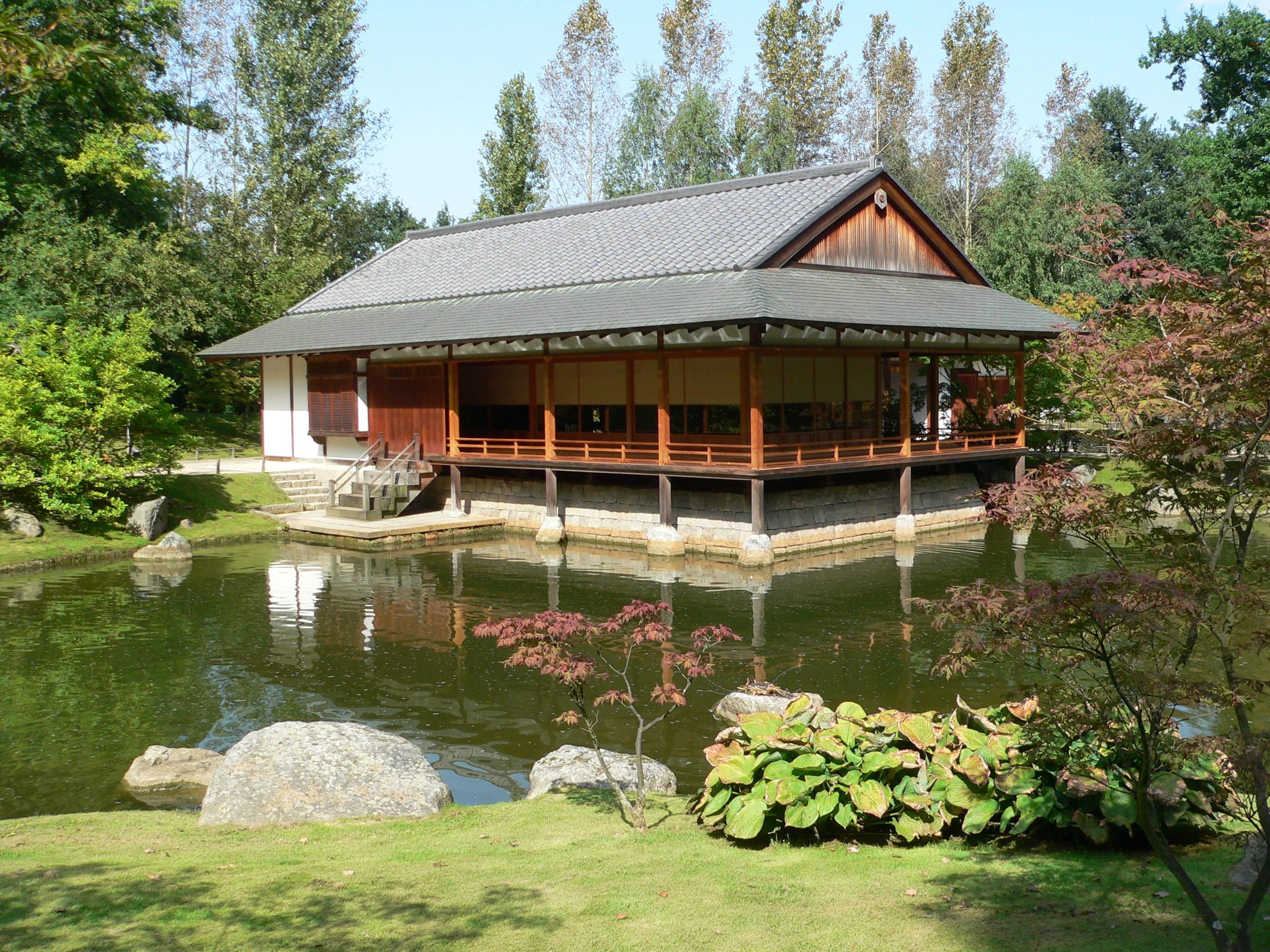 Meditative Stimmung im Japanischen Teehaus im Englischen Garten ...