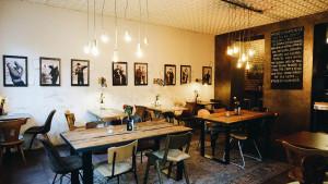 caf bar fr hst ckslokal das neue caf rosi beim gasteig mit vergn gen m nchen. Black Bedroom Furniture Sets. Home Design Ideas