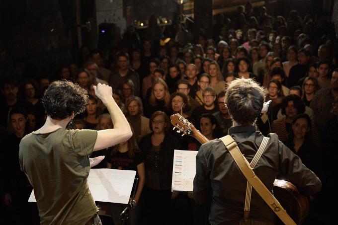 Snow Patrol Go Sing Choir & Münchner Kneipenchor: Die Stadt ist voll im Gesangsfieber