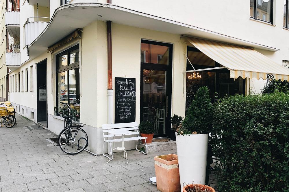 Avocadobrot und Kirsch-Streusselkuchen: Das Café Franca in Schwabing
