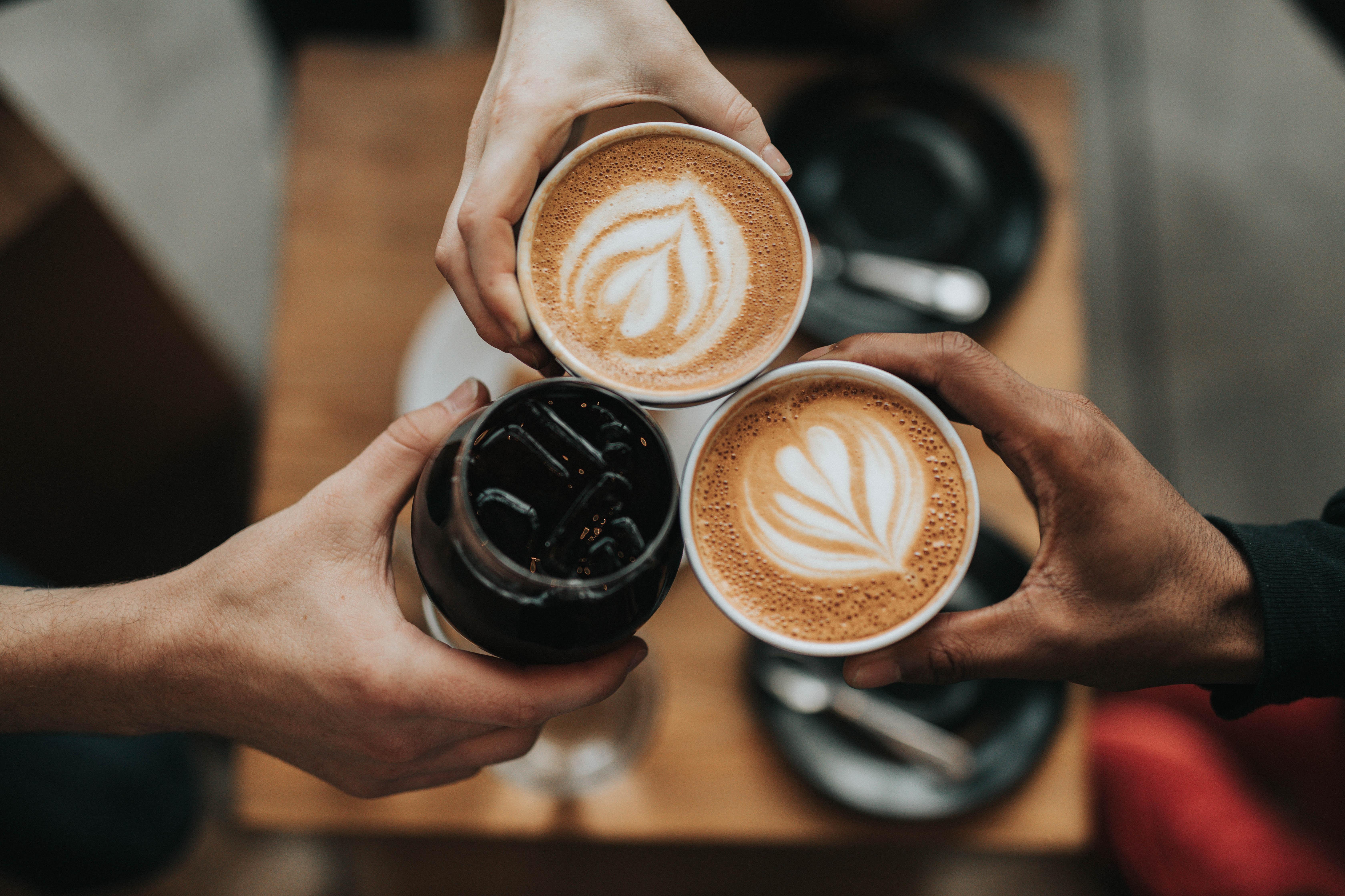Trinken nackt kaffee Stream Nackt
