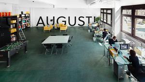Münchner Bürostorys #4: Bücher und Dackel im August Dreesbach Verlag