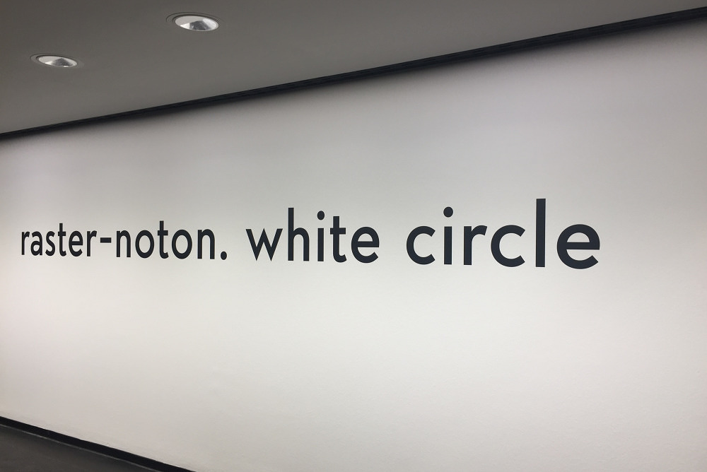 Auge versus Ohr: raster-noton white circle im Kunstbau des Lenbachhauses