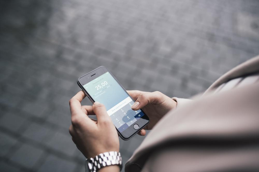 yomo mit der neuen banking app kann der sommer in m nchen. Black Bedroom Furniture Sets. Home Design Ideas