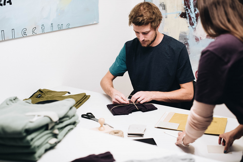Kleine, geile Firmen #34 – Nachhaltige Mode von The URA Collective