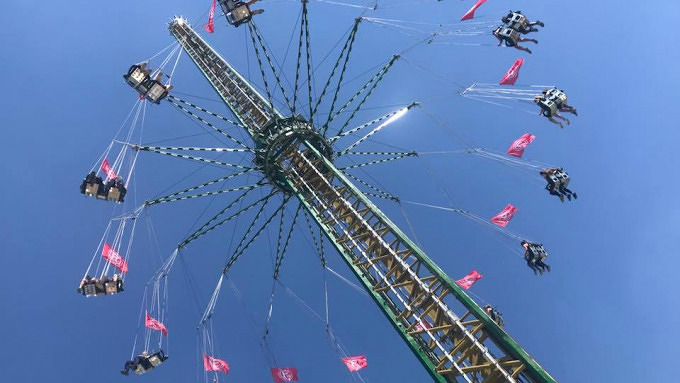 Jules Verne Tower Fahrgeschäft Wiesn