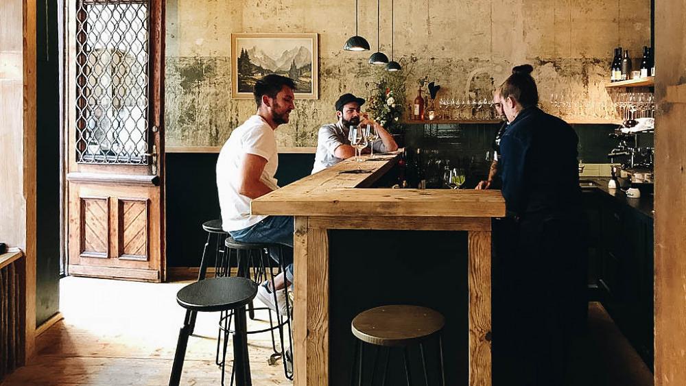 Rotwein und Rote Bete-Knödel: Die neue Griabig Weinbar in der Altstadt