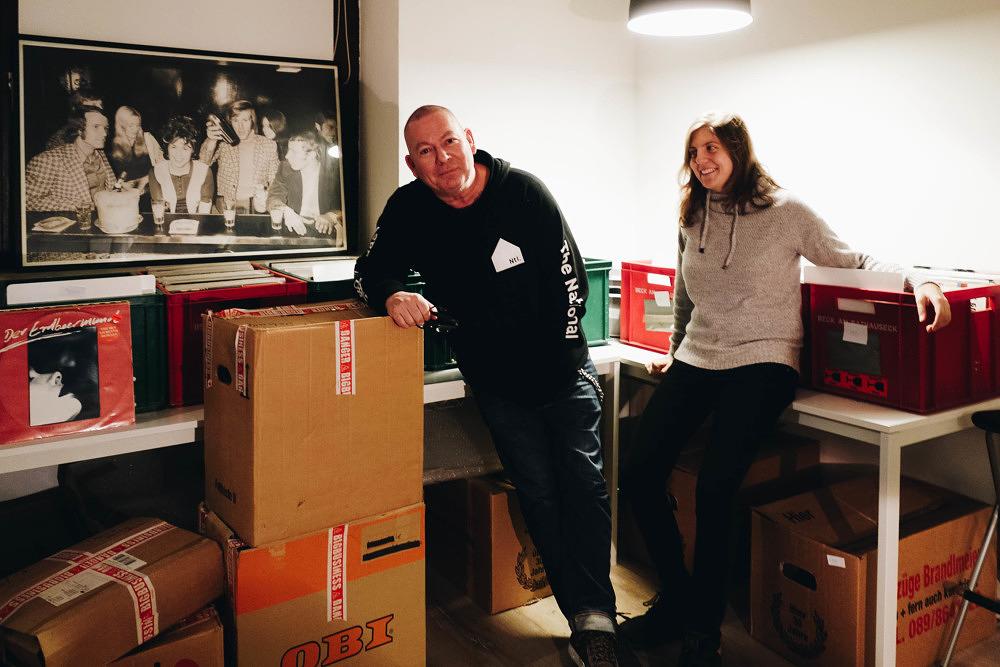 Neuer Plattenladen in Giesing: Wein, Merch und Vinyl im Rille und Promille
