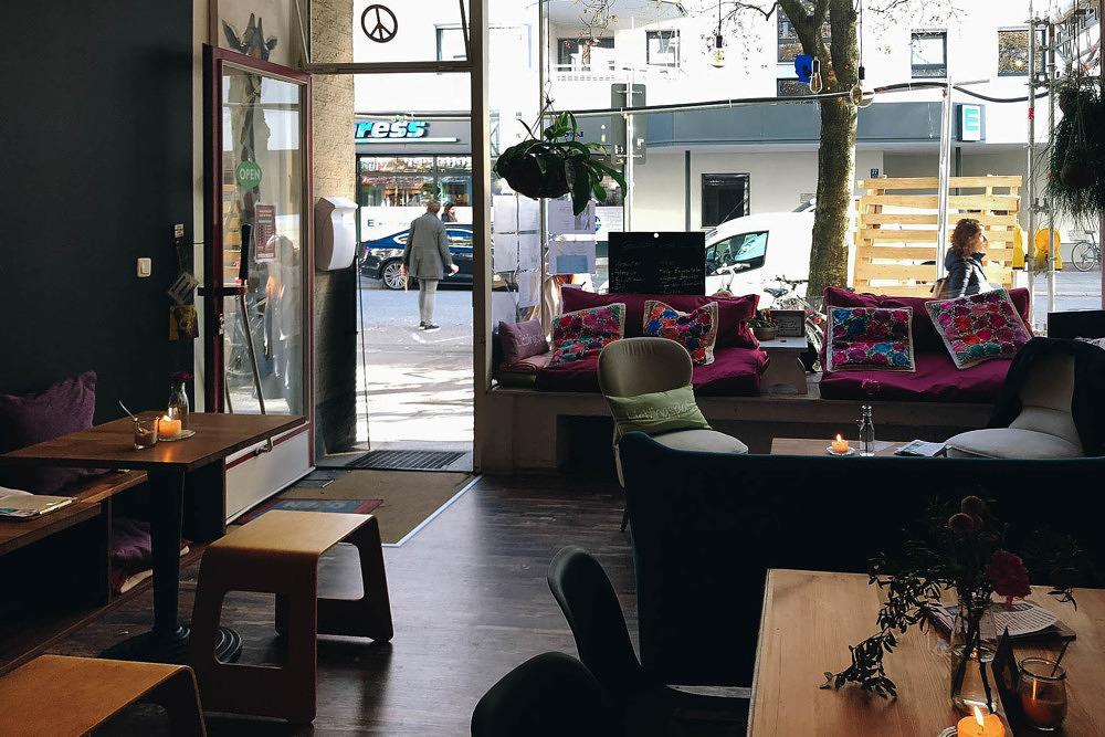 Wanderlust Café Yoga und Kuchen Neuhausen