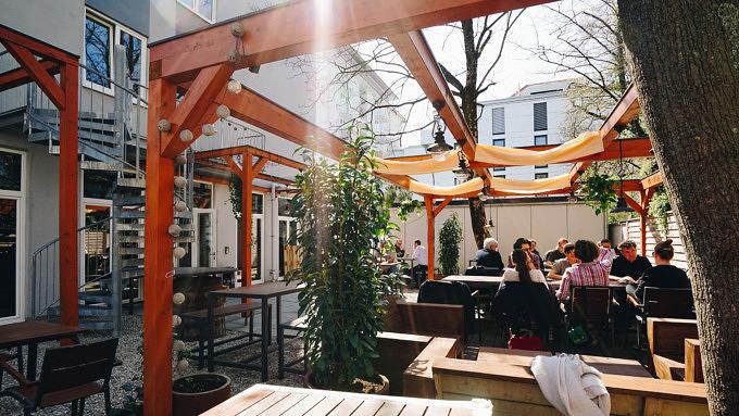 Restless Restaurant Terrasse