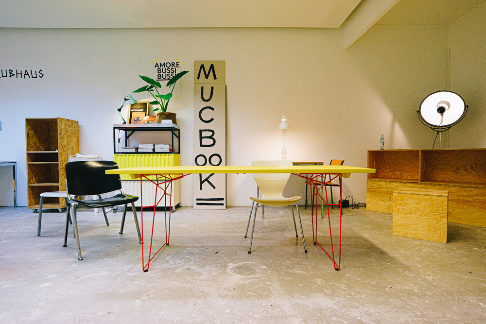 MacBook Clubhaus Coworking-Space