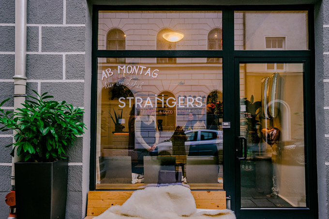 Strangers Café Lehel