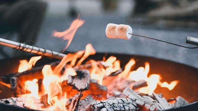 Lagerfeuer Grillen Marshmallows