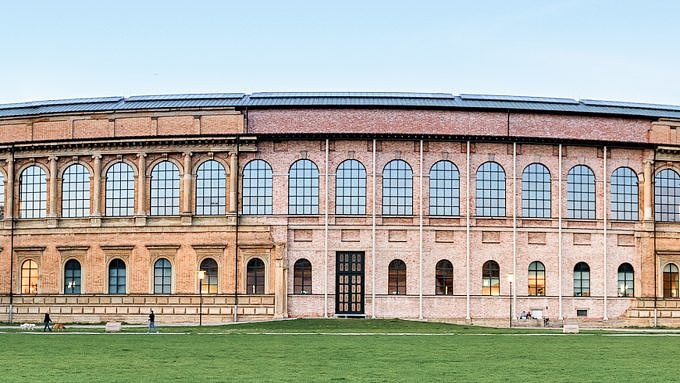 Alte Pinakothek Wiese Boule
